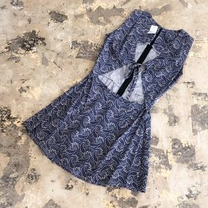 NWT LF Blue Paisley Rag Front Tie Dress